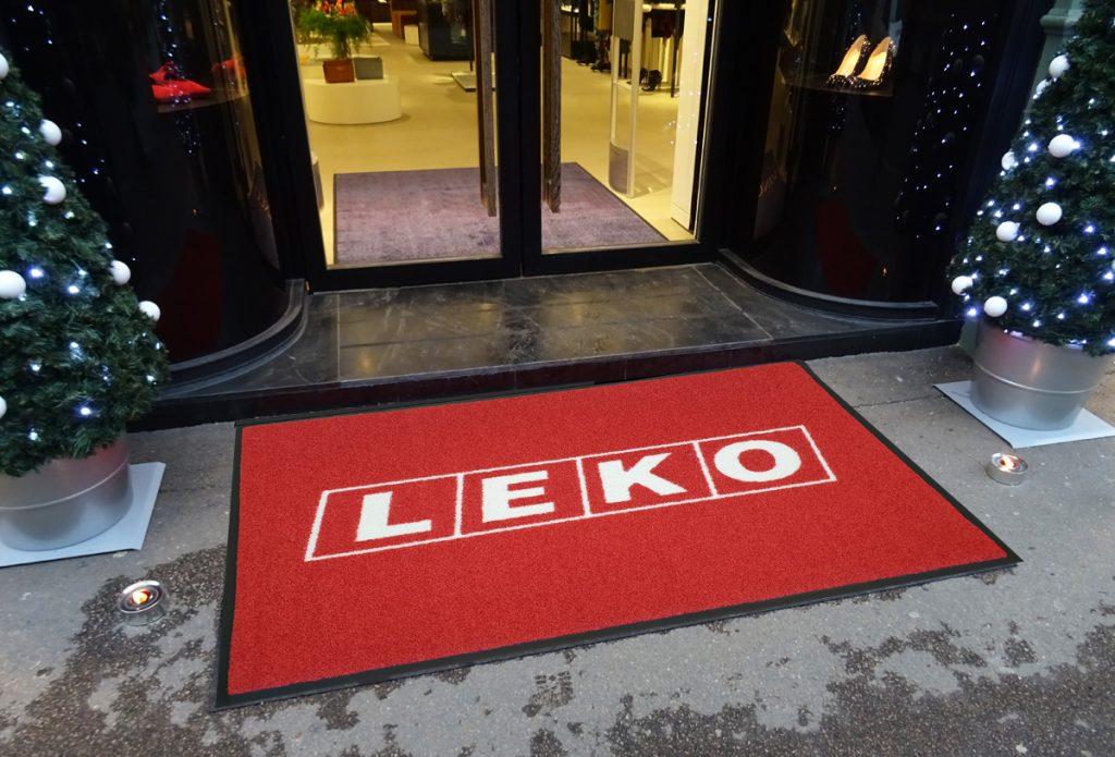 utendørs logomatte-leko-foto